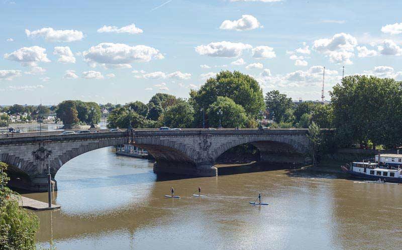 Kew-Bridge-and-rivers-thames-Paddle-board-1